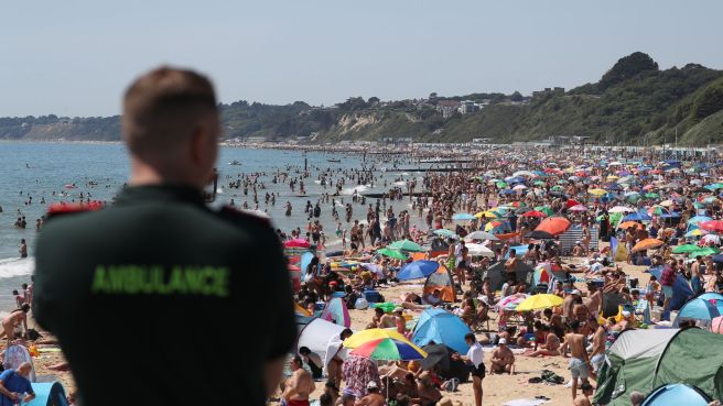 skynews-bournemouth-beach-hot_5022481